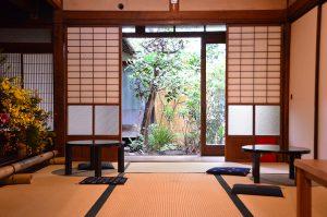 有鄰庵の畳の部屋(風と花の部屋)と庭