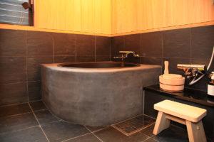 倉敷美観地区の『暮らしの宿てまり』五右衛門風呂