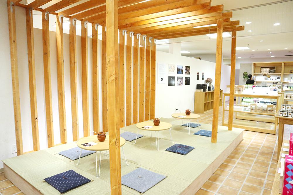 『美観堂』吉祥寺店の店内、畳のイートインスペース