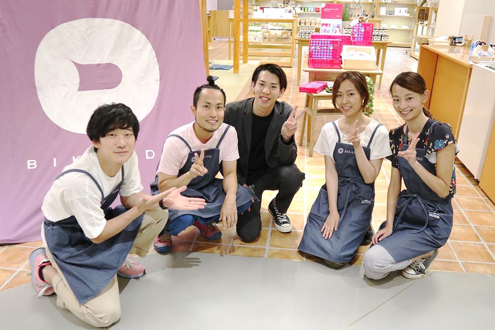 『美観堂』東急百貨店吉祥寺店、オープン日の記念写真